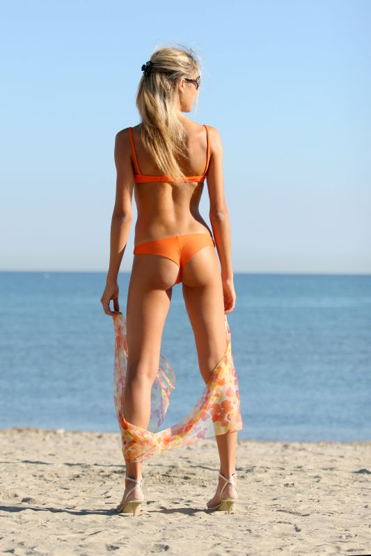 delicious-orange-cheeky-bikini-by-silvia-cc-by-2-0