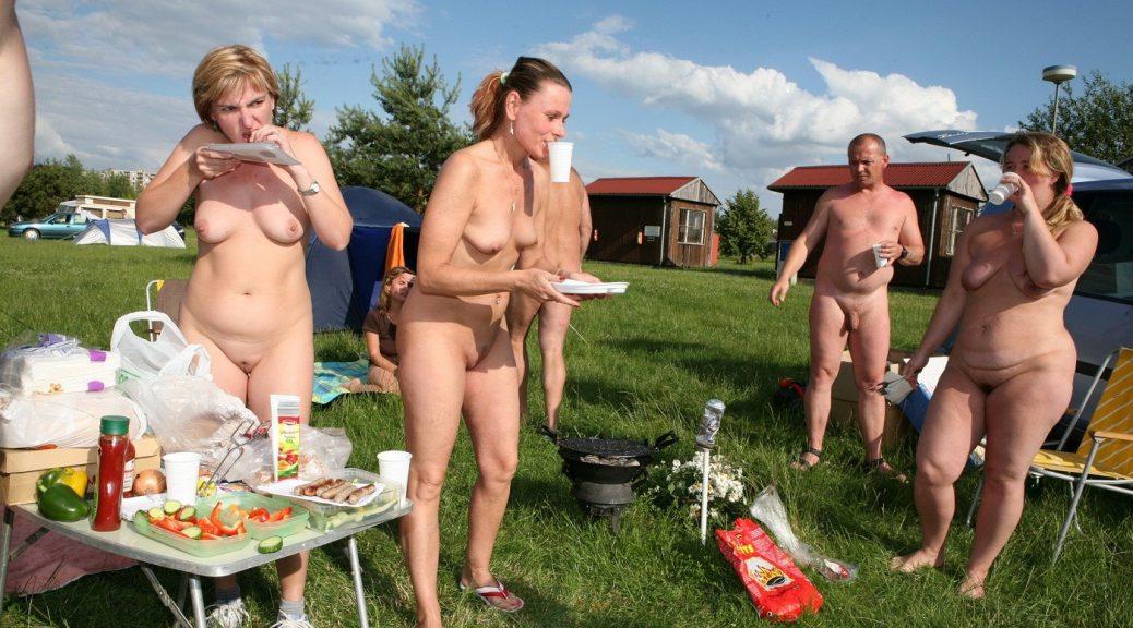 Nudist picnic - by Kolanda - CC BY-SA 3.0