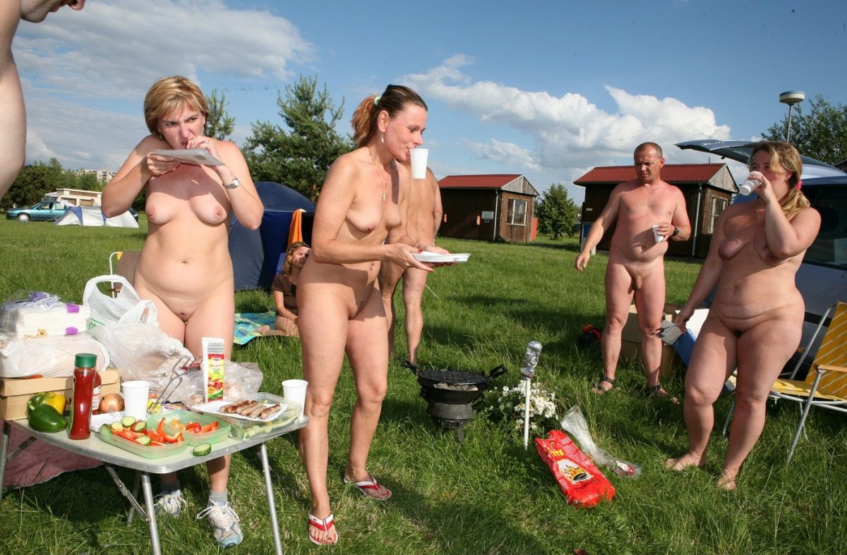 Nudist picnic - by Kolanda - CC BY-SA 3.0