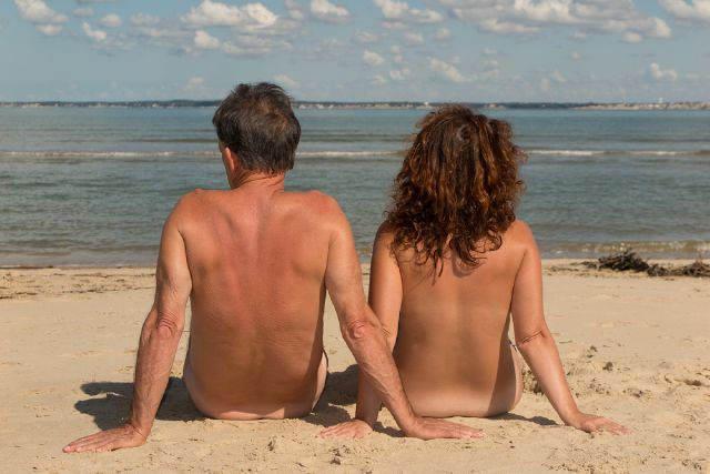 How to behave on a nude beach: Nude Beach Etiquette: The Do's and Don'ts