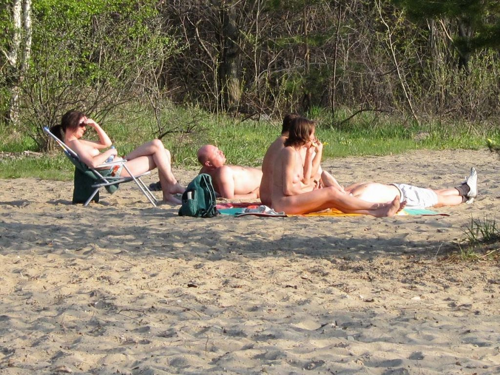 Tom, A nudist from Singapore talks about his experiences with nudism and naturism