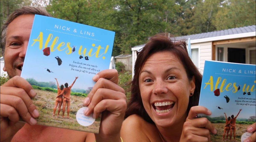 Alles Uit! Een boek over naturisme geschreven door Nick & Lins van Naked Wanderings