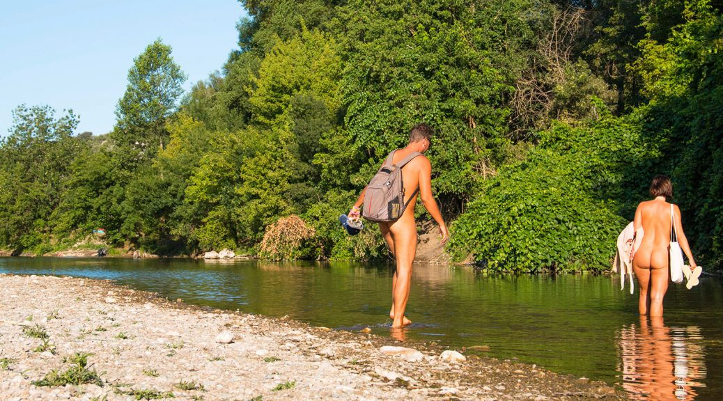Why Nude Hiking is Becoming so Popular